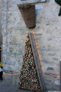Albero con ciocchi di legno a Rango