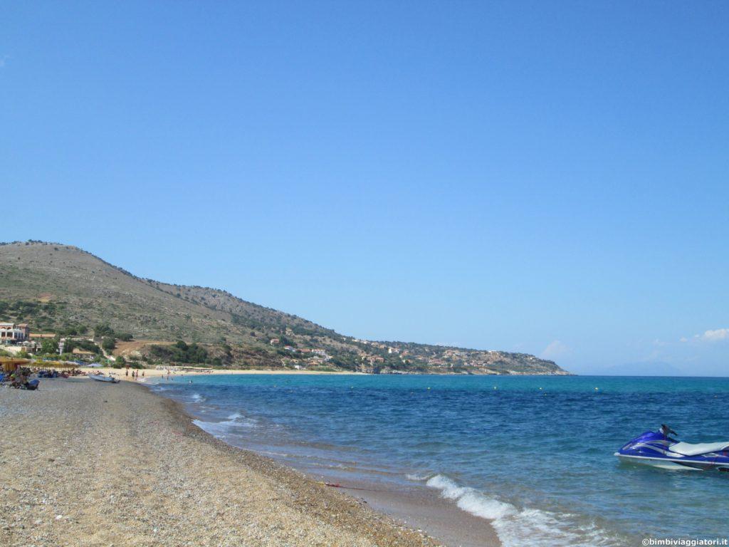 Spiaggia Kefalonia nella costa sud di Cefalonia
