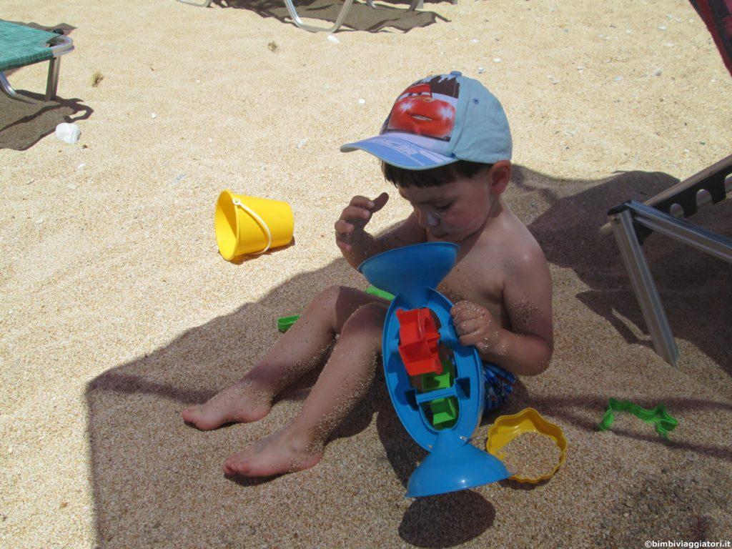 Tommy in Spiaggia nella costa sud di Cefalonia