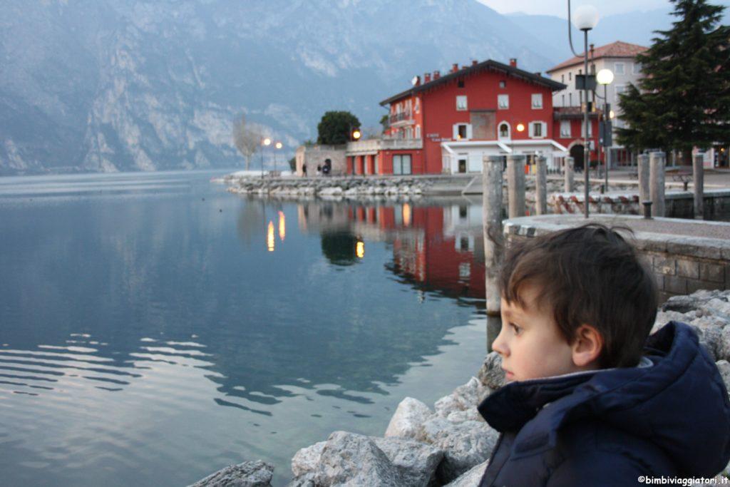 Tommy al lago