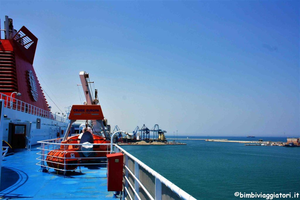 Esterno traghetto verso Grecia