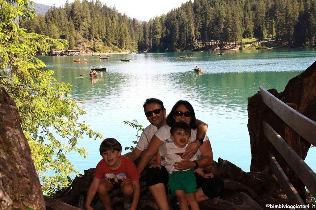 Bimbi Viaggiatori sul Lago di Braies