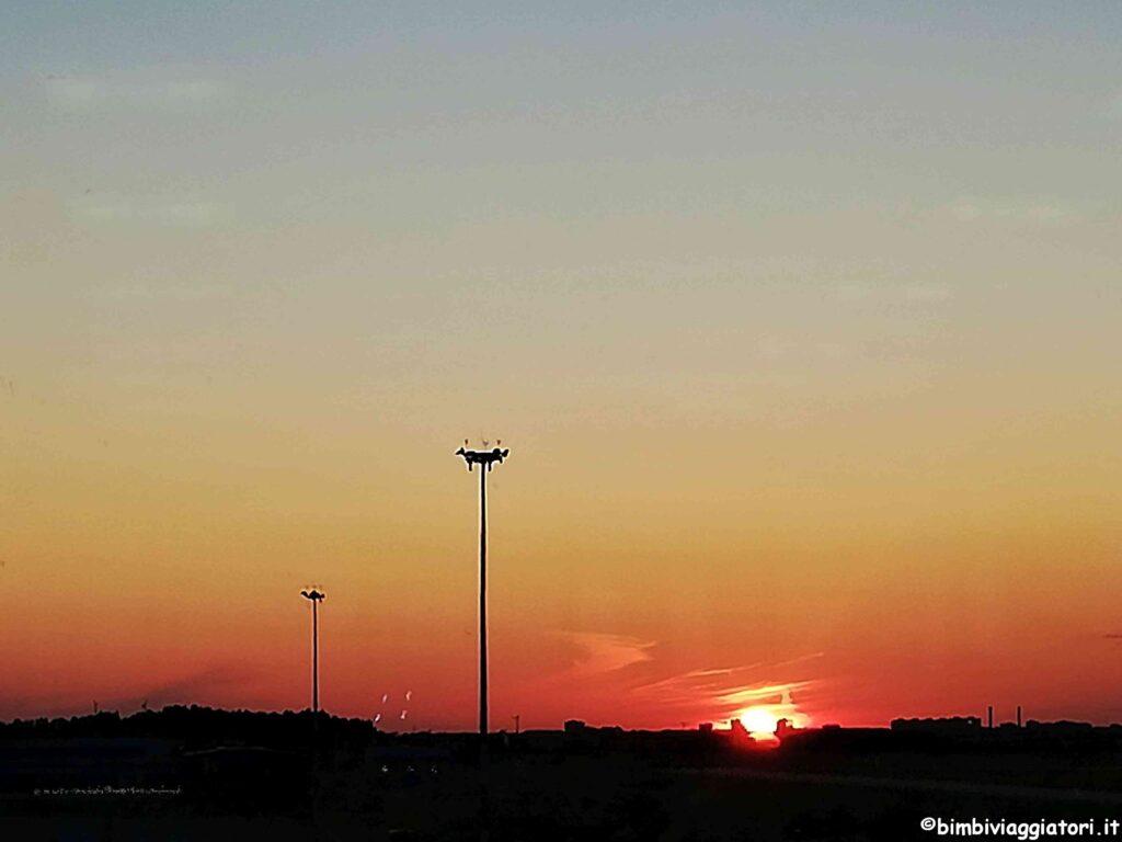 Aeroporto al tramonto